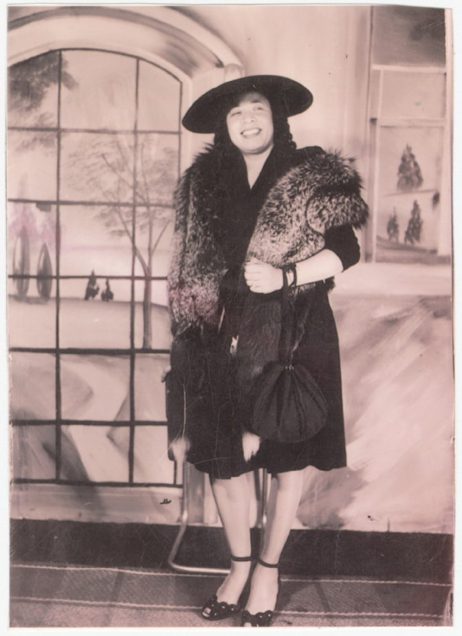 The milliner Mae Reeves in 1950 / National Museum of African American History and Culture