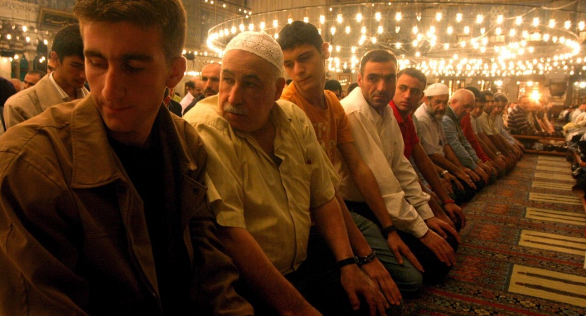 The first night of Ramadan at the Blue Mosque in Istanbul, October 4, 2005 / CNS photo
