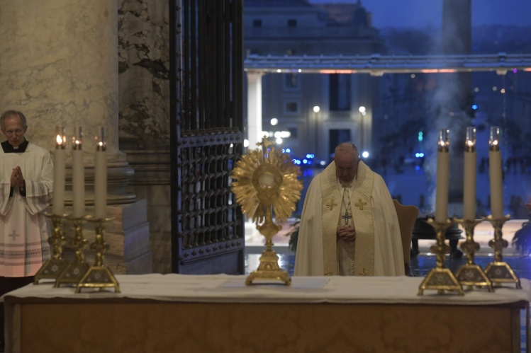 Coronavirus: Pope Francis begins Holy Week with a closed-door Palm Sunday Mass