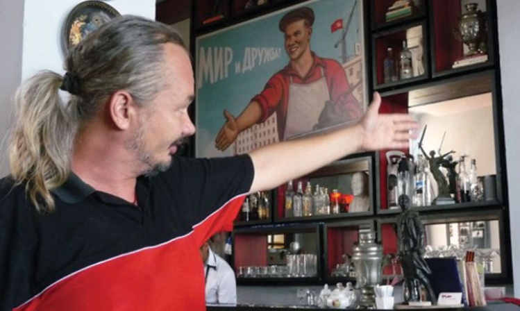 Dmitri Prieto-Samsonov at the bar; photo by Marcel Dufresne