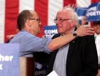 DNC Chair Tom Perez with Bernie Sanders / Gage Skidmore - Wikimedia